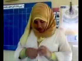 Egyptian Hijab Girl kissed بوس محجبة مصرية في المدرسة